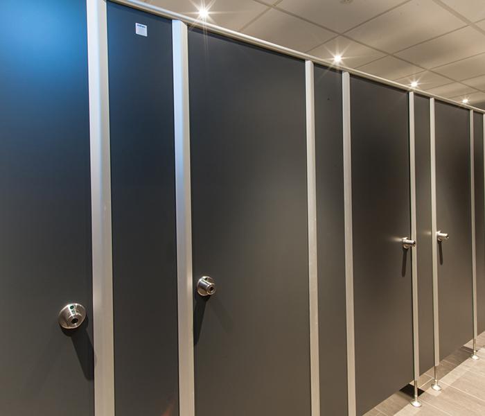 Trennwand toilette glas urinal trennwand with trennwand toilette finest bad trennwand bad - Trennwand bauen mit tur ...